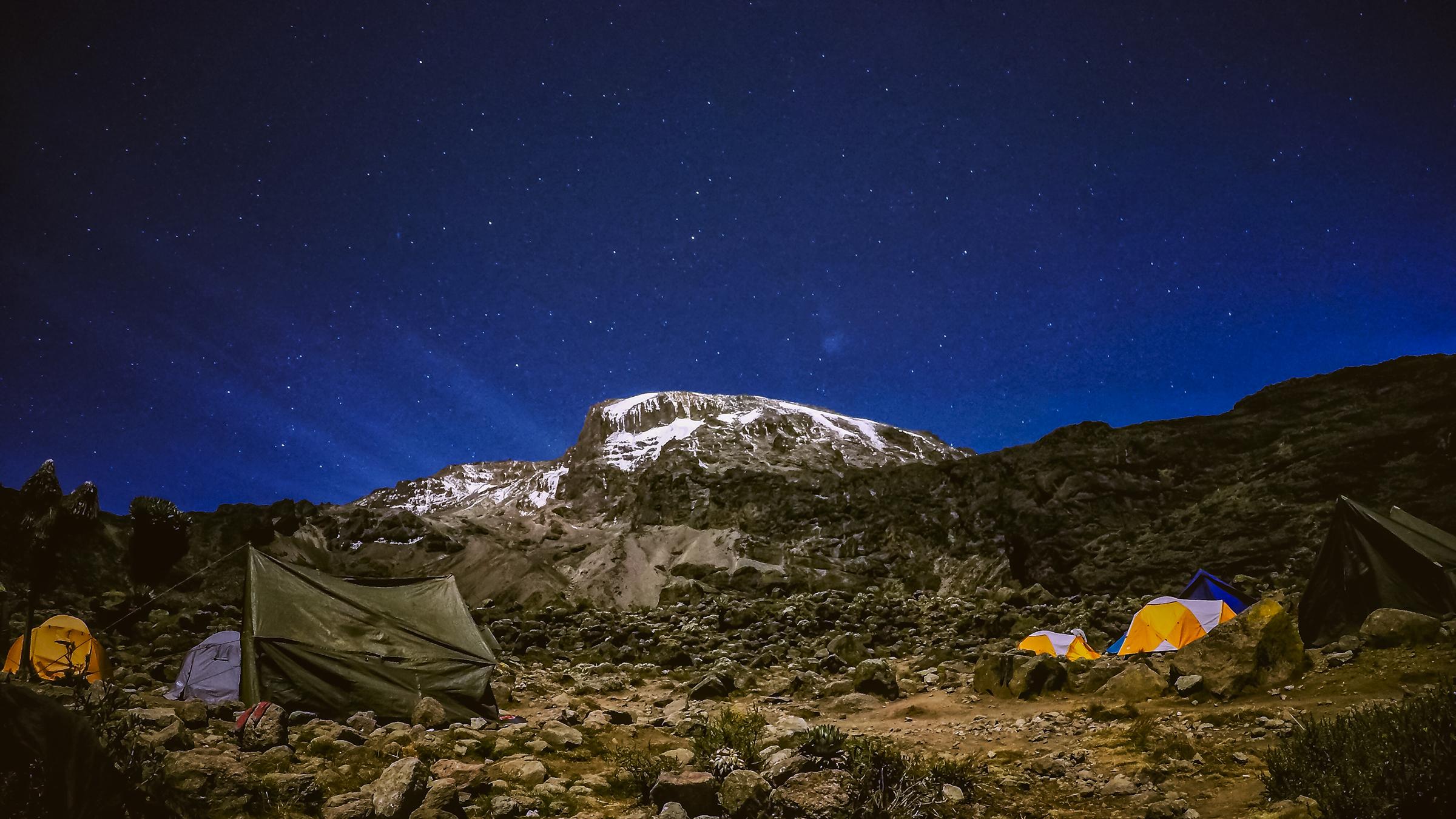Kilimanjaro: Hết ngày dài lại đêm thâu, chúng ta đi leo núi Phi châu - Ảnh 12.