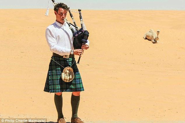 Chàng trai mặc váy, ôm kèn túi đi khắp thế gian gây sốt trên mạng - Ảnh 7.