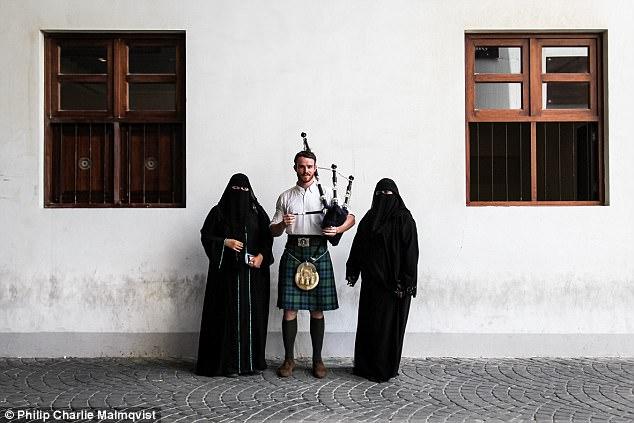 Chàng trai mặc váy, ôm kèn túi đi khắp thế gian gây sốt trên mạng - Ảnh 8.