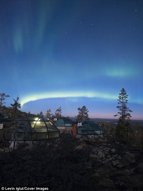 Ghé Phần Lan ngắm cực quang trong lều tuyết bằng kính - Ảnh 1.