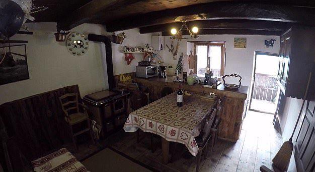 Ngôi làng hẻo lánh ở Thụy Sĩ thành khách sạn - Ảnh 2.
