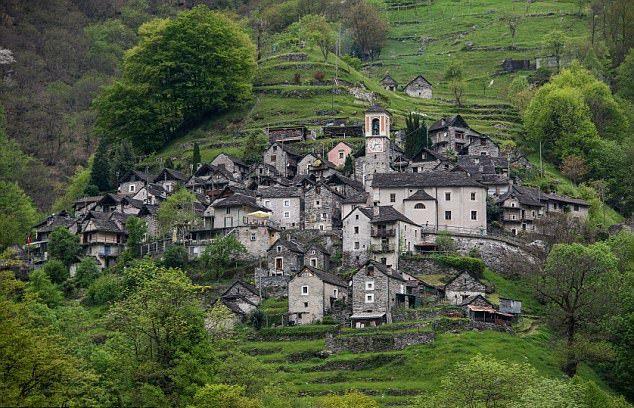 Ngôi làng hẻo lánh ở Thụy Sĩ thành khách sạn - Ảnh 1.