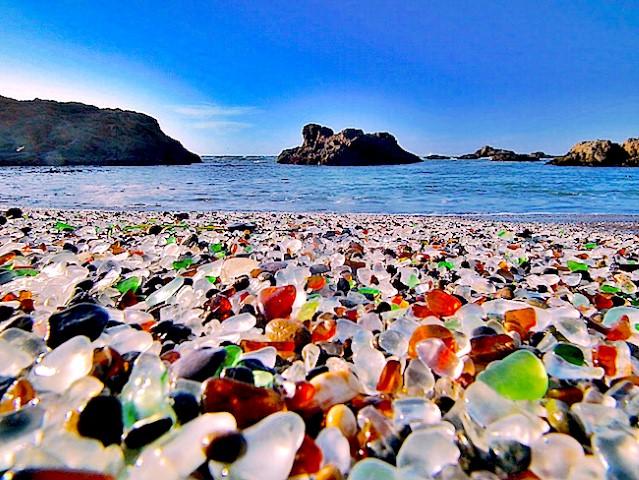 7 nơi 'biển xanh, nắng vàng' nhưng... cát hồng, cát đỏ, cát cam - Ảnh 5.