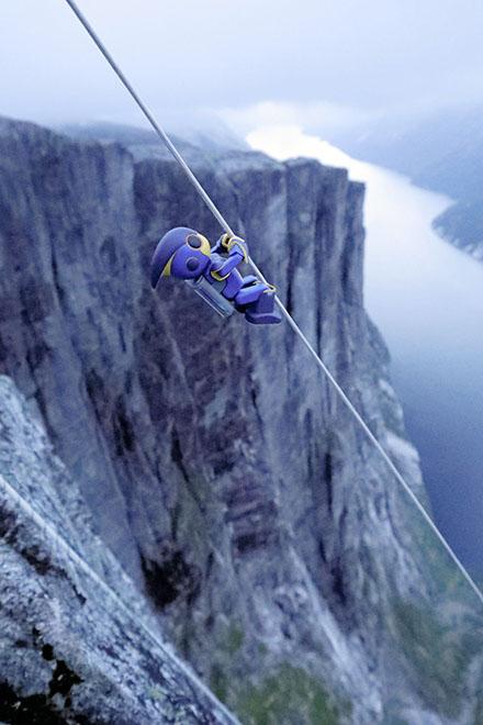Robot chinh phục vách núi 1000 mét bằng 2 viên pin AA - Ảnh 2.
