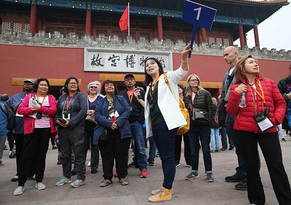 Trung Quốc cấm hướng dẫn viên dẫn khách đi mua dâm - Ảnh 1.