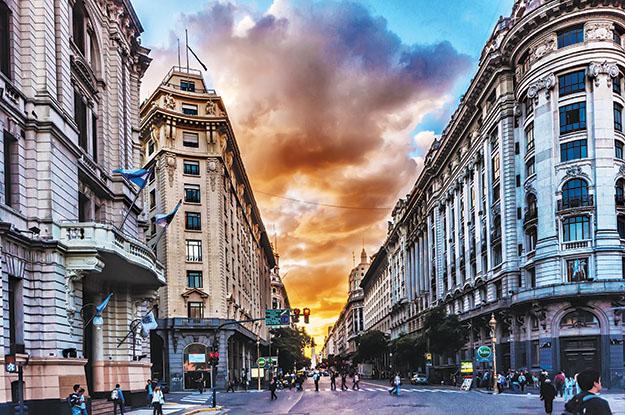 London bớt đắt đỏ, du khách đổ xô đi mua sắm - Ảnh 5.