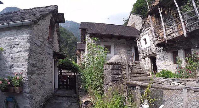 Ngôi làng hẻo lánh ở Thụy Sĩ thành khách sạn - Ảnh 3.