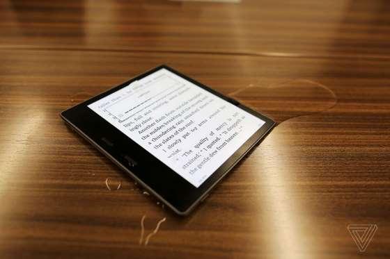 Sau 10 năm rốt cuộc Amazon cũng làm Kindle kháng nước - Ảnh 1.