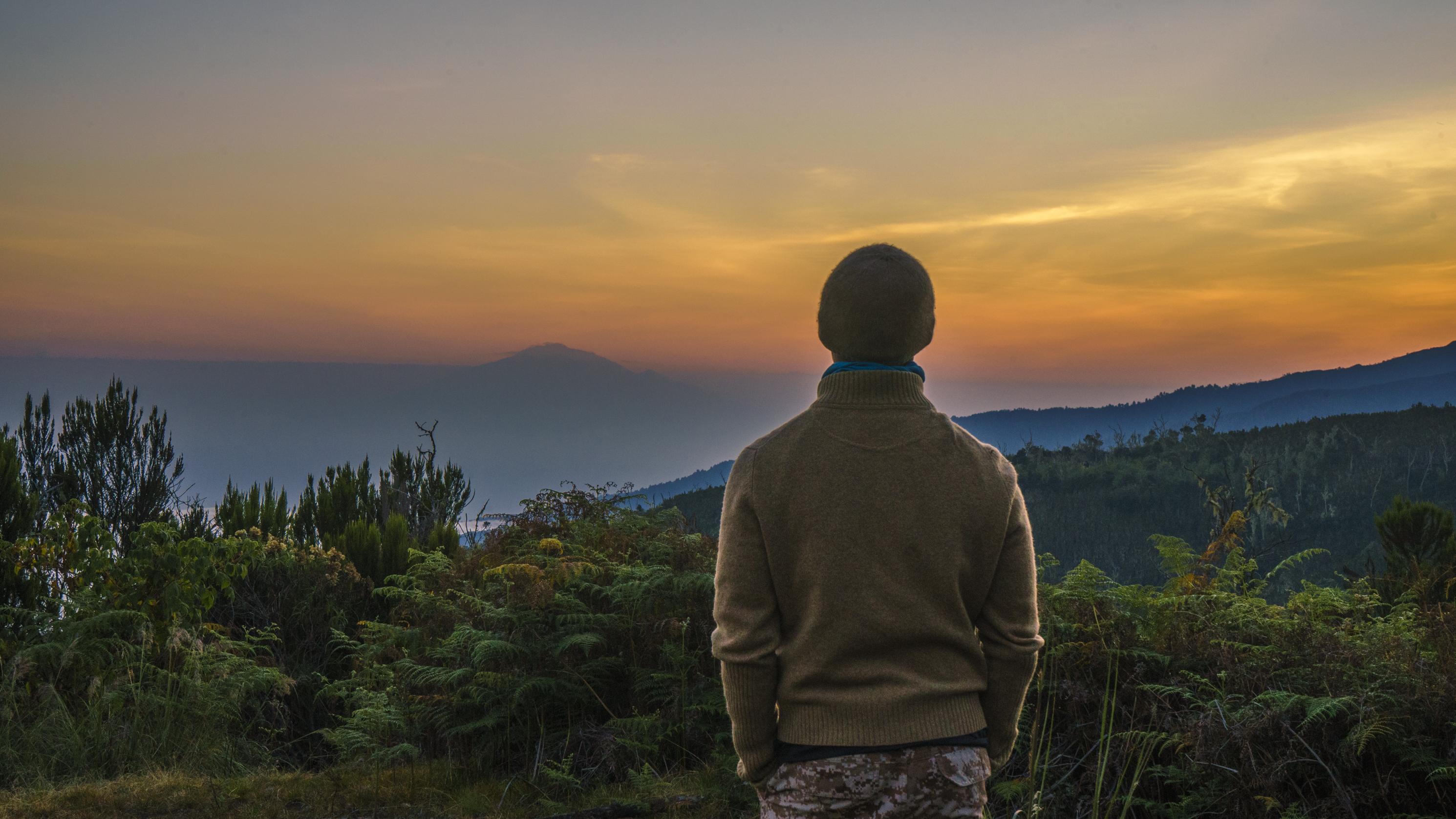 Kilimanjaro: Hết ngày dài lại đêm thâu, chúng ta đi leo núi Phi châu - Ảnh 5.