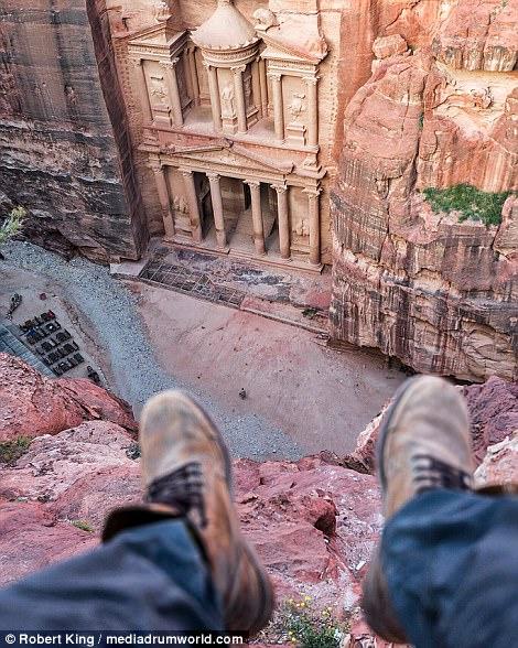 Mốt chụp chân tại các điểm du lịch khét tiếng - Ảnh 10.
