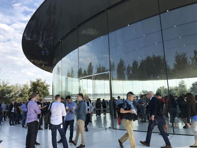 iPhone 8 và iPhone X lộ diện, không khác biệt với rò rỉ - Ảnh 1.