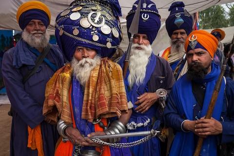 Những trang phục truyền thống đặc sắc và kỳ lạ khắp thế giới - Ảnh 1.