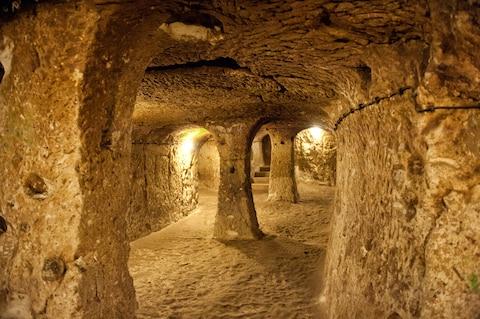 Thám hiểm thành phố cổ dưới lòng đất từng là nơi ẩn náu của 20.000 người  - Ảnh 2.