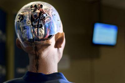30 năm nữa, máy móc sẽ thông minh gấp 100 lần con người - Ảnh 1.