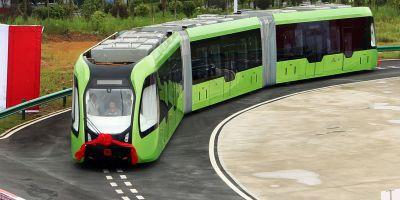 Trung Quốc thử nghiệm chạy tàu điện trên đường ray ảo - Ảnh 1.