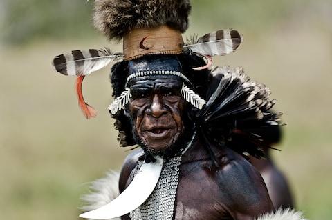 Những trang phục truyền thống đặc sắc và kỳ lạ khắp thế giới - Ảnh 12.
