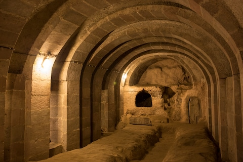 Thám hiểm thành phố cổ dưới lòng đất từng là nơi ẩn náu của 20.000 người  - Ảnh 3.