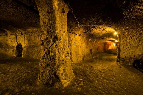Thám hiểm thành phố cổ dưới lòng đất từng là nơi ẩn náu của 20.000 người - ảnh 4