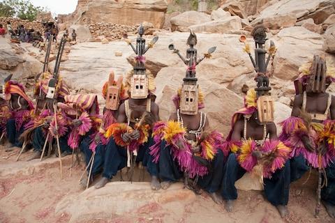 Những trang phục truyền thống đặc sắc và kỳ lạ khắp thế giới - Ảnh 5.