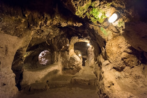 Thám hiểm thành phố cổ dưới lòng đất từng là nơi ẩn náu của 20.000 người - ảnh 6