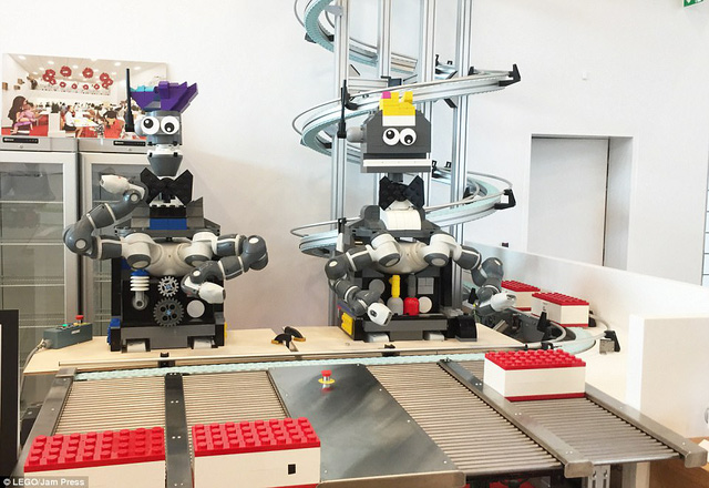Ghé thăm ngôi nhà Lego với 25 triệu mảnh xếp hình - Ảnh 8.
