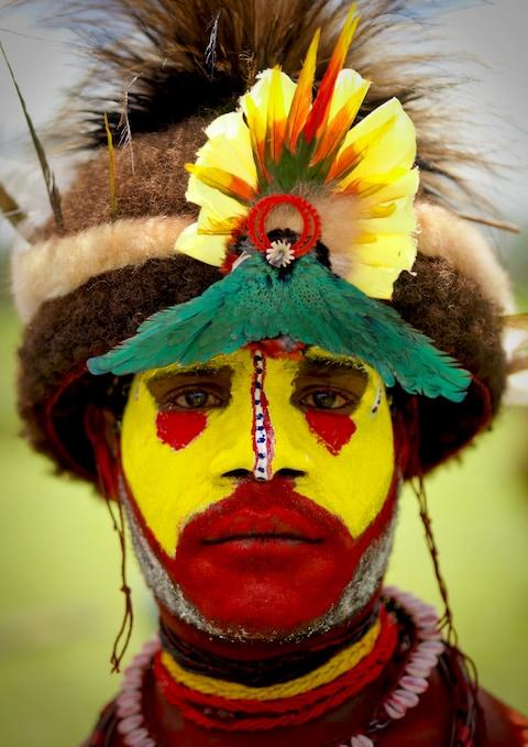 Những trang phục truyền thống đặc sắc và kỳ lạ khắp thế giới - Ảnh 9.