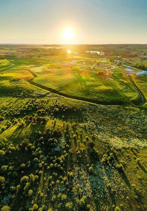 Ngắm vẻ đẹp như tranh vẽ của Litva từ flycam - Ảnh 10.