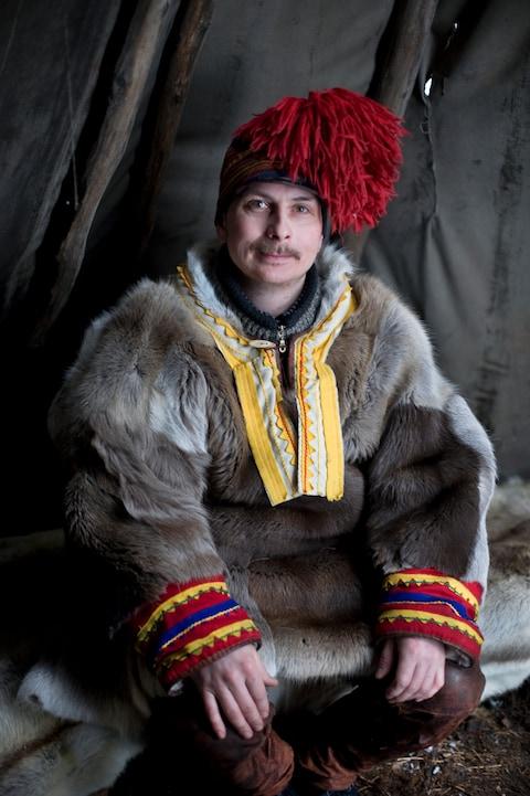 Những trang phục truyền thống đặc sắc và kỳ lạ khắp thế giới - Ảnh 10.
