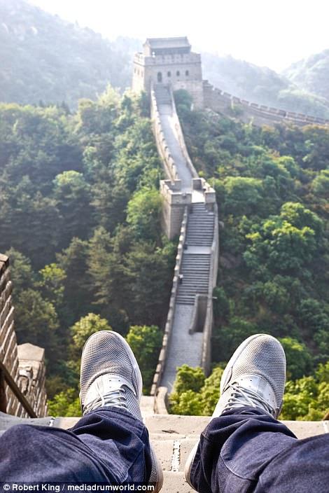 Mốt chụp chân tại các điểm du lịch khét tiếng - Ảnh 3.