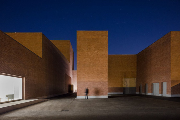 Tham quan 9 công trình bằng gạch đặc sắc nhất thế giới - Ảnh 30.