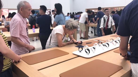 Bên trong cửa hàng Apple mới nhất có gì? - Ảnh 2.