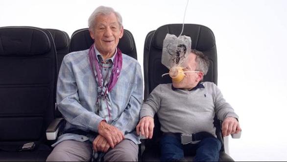 British Airways mời sao Hollywood hướng dẫn an toàn bay cho khách - Ảnh 2.