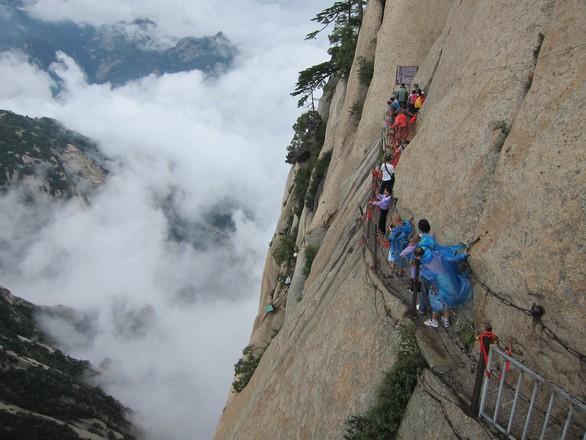 Đường leo núi đáng sợ nhất thế giới: bạn dám đi không? - Ảnh 3.