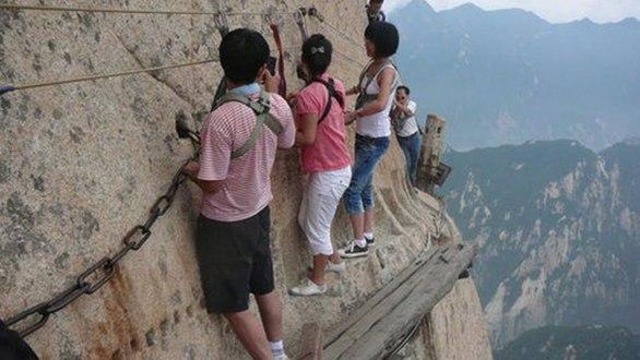 Đường leo núi đáng sợ nhất thế giới: bạn dám đi không? - Ảnh 5.