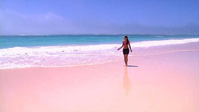 7 nơi 'biển xanh, nắng vàng' nhưng... cát hồng, cát đỏ, cát cam - Ảnh 1.