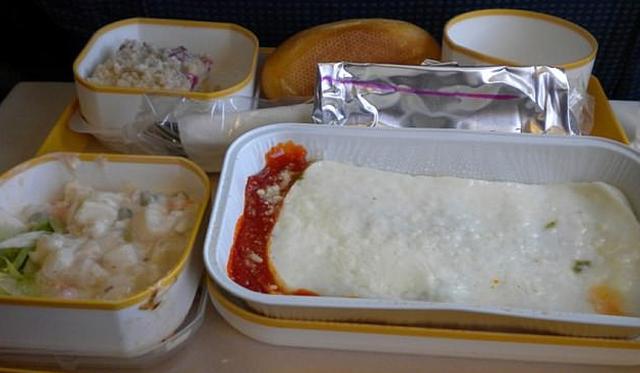 Có bao giờ bạn gặp những món ăn khó nuốt trên máy bay? - Ảnh 3.
