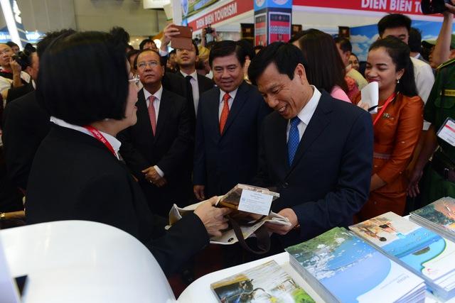Hàng ngàn người dự khai mạc Hội chợ Du lịch quốc tế, tìm hiểu khuyến mãi - Ảnh 4.