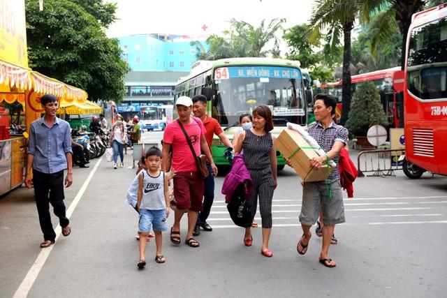 Dịp 2-9, TP.HCM tăng chuyến xe đò chở khách du lịch Vũng Tàu, Phan Thiết, Nha Trang - Ảnh 1.