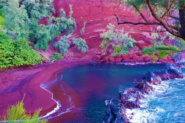 7 nơi 'biển xanh, nắng vàng' nhưng... cát hồng, cát đỏ, cát cam - Ảnh 3.