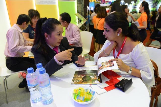 Hàng ngàn người dự khai mạc Hội chợ Du lịch quốc tế, tìm hiểu khuyến mãi - Ảnh 2.