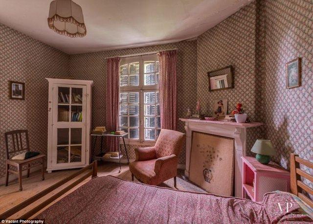 Tham quan căn nhà bị bỏ hoang 20 năm ở Pháp giá 3 tỉ đồng - Ảnh 2.