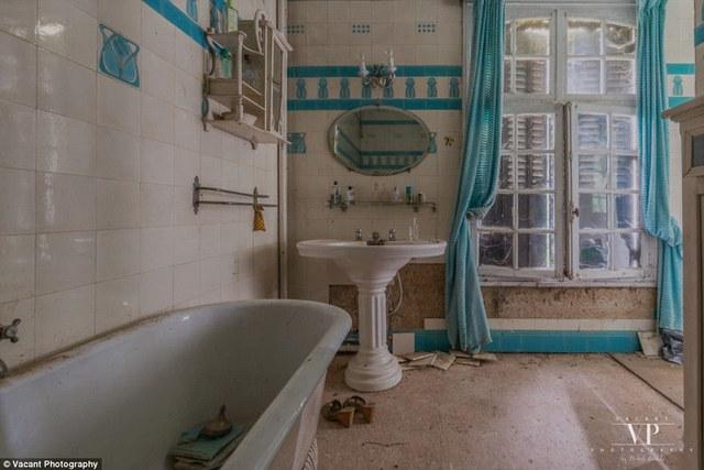 Tham quan căn nhà bị bỏ hoang 20 năm ở Pháp giá 3 tỉ đồng - Ảnh 8.