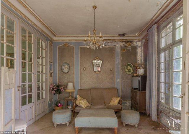 Tham quan căn nhà bị bỏ hoang 20 năm ở Pháp giá 3 tỉ đồng - Ảnh 9.