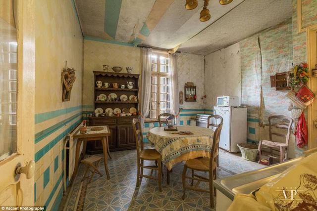 Tham quan căn nhà bị bỏ hoang 20 năm ở Pháp giá 3 tỉ đồng - Ảnh 10.