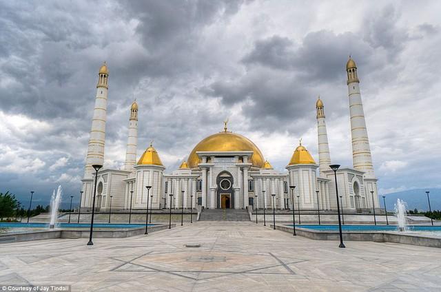Ghé thăm đất nước bí ẩn Turkmenistan - Ảnh 1.