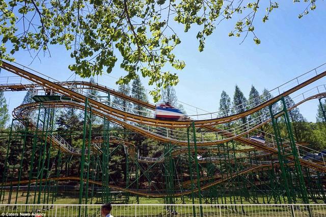 Lọt vào trong công viên giải trí Triều Tiên có gì vui? - Ảnh 1.