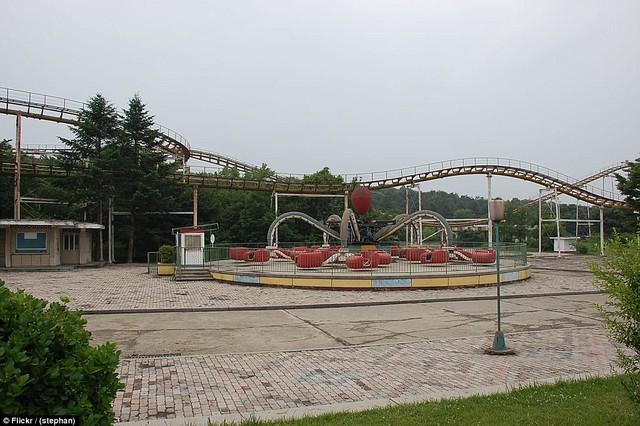 Lọt vào trong công viên giải trí Triều Tiên có gì vui? - Ảnh 9.