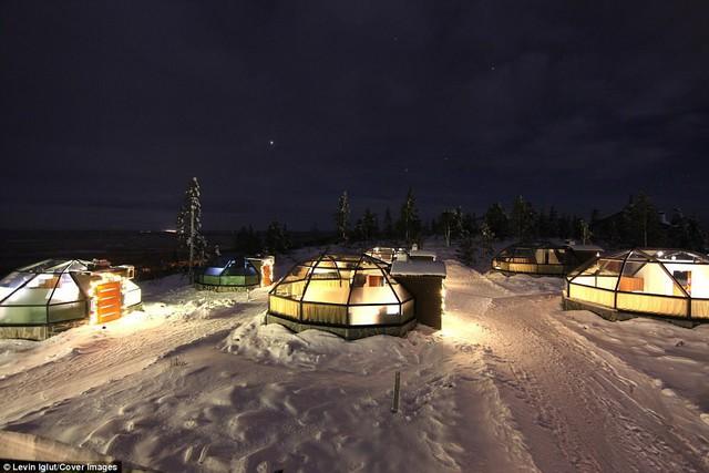 Ghé Phần Lan ngắm cực quang trong lều tuyết bằng kính - Ảnh 3.