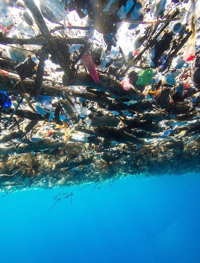 Rác thải làm ô nhiễm biển ở đảo du lịch nổi tiếng - Ảnh 3.