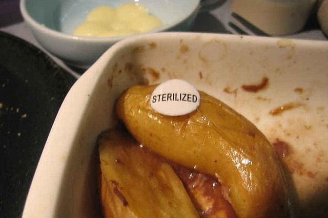 Có bao giờ bạn gặp những món ăn khó nuốt trên máy bay? - Ảnh 8.